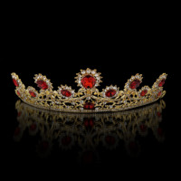 This tiara suits for every bride.